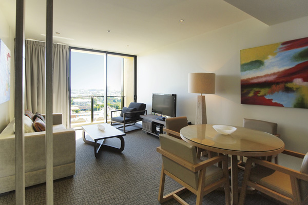 air conditioned 1 bedroom apartment in Redcliffe near Suttons-Beach with TV and wi-fi