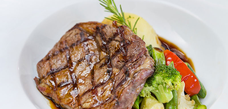 picture of steak and vegetable meal at famous 1861 Restaurant and Bar in Broome